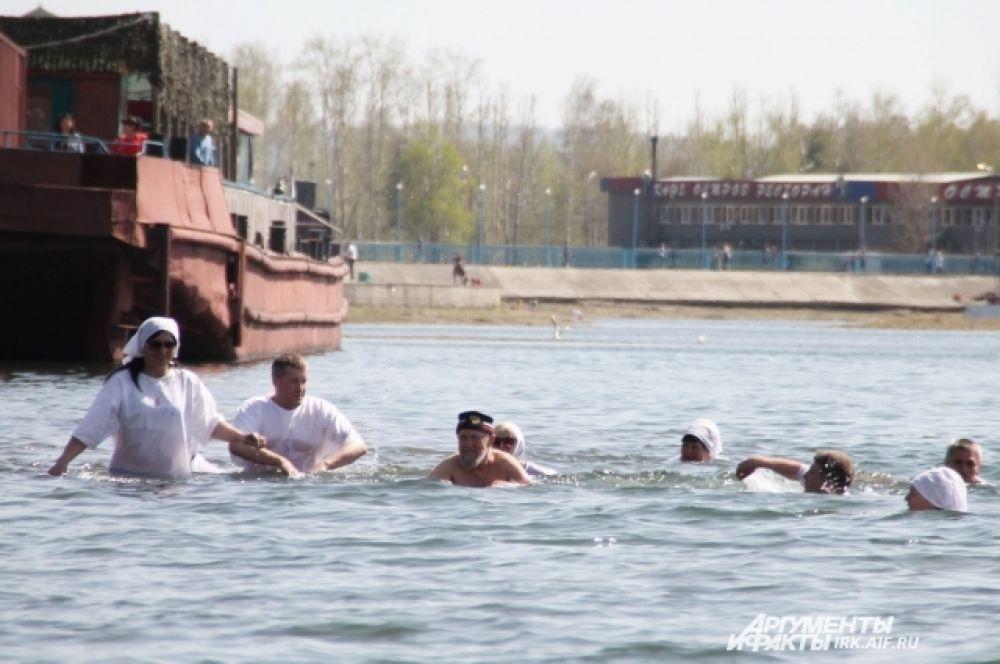 Празднование 220-летия со дня рождения Святителя Иннокентия в Иркутске ознаменовалось массовым заплывом.