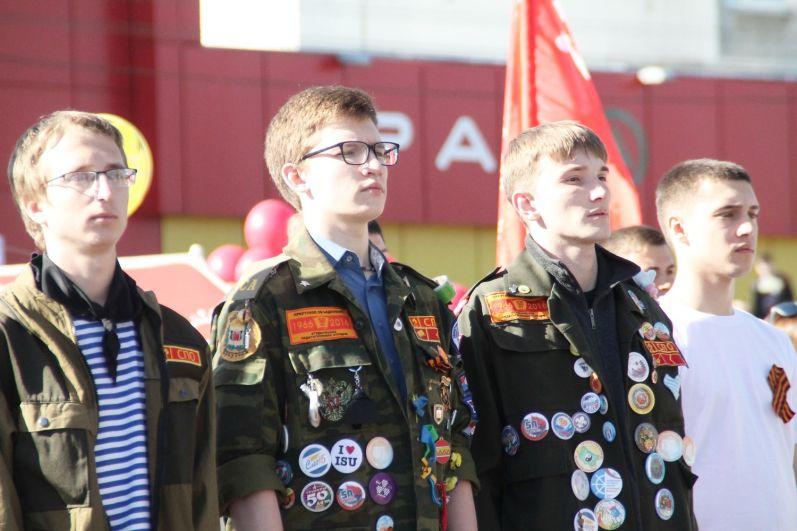 Участие в нем приняли военнослужащие, представители общественных объединений и политических партий, а также студенты и горожане.