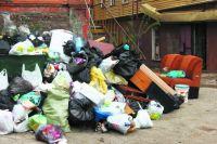 Горы мусора на Семёновской становятся всё выше.