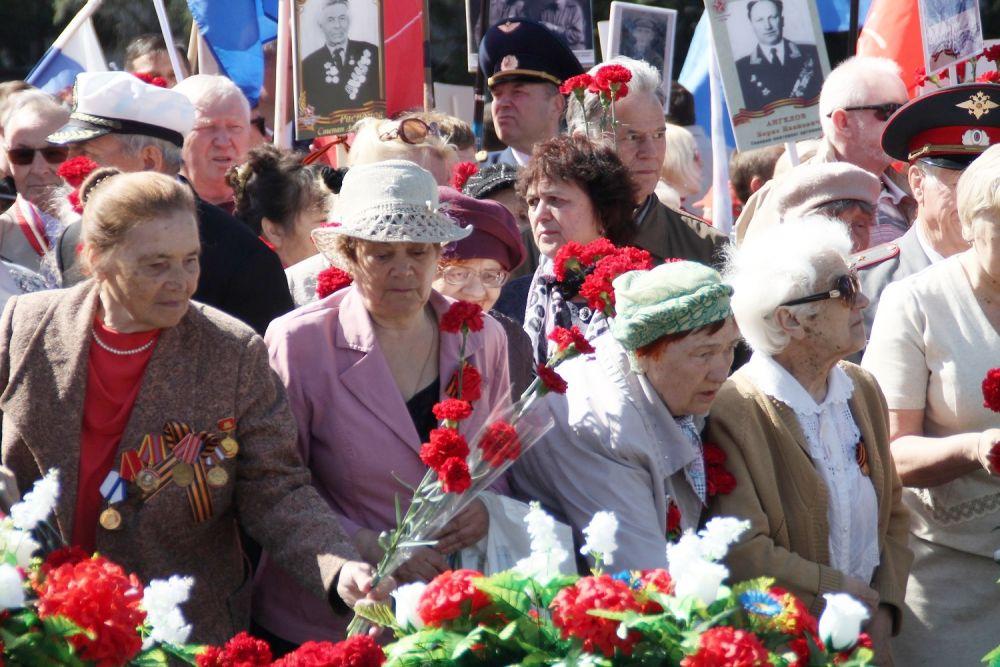 Возложение цветок к главному мемориалу областного центра.