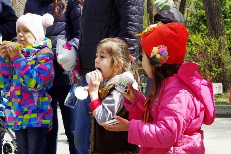 Победители и участники конкурсов были рады сладким призам от фабрики мороженого «Гроспирон»