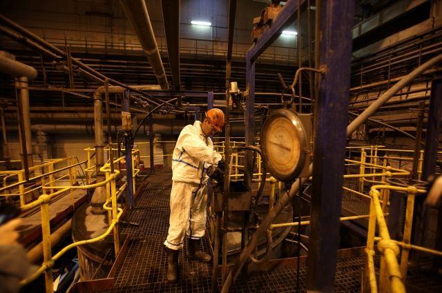Наши работники максимально защищены от рисков нашей промышленности и тяжёлых условий, в которых мы работаем.