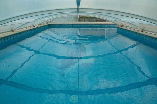 4 человека отравились хлором в бассейне.
