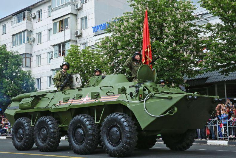 Прохождение военной техники, находящейся на вооружении 22-го армейского корпуса Черноморского флота.