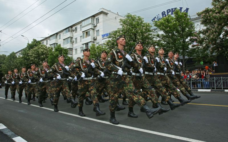 Военный парад в Симферополе.