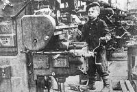 Детям войны приходилось не только выживать, но и работать на благо страны.