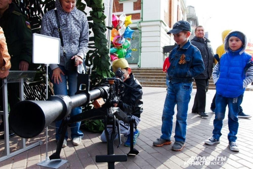 Юные новосибирцы смогли прицелиться из пулемета