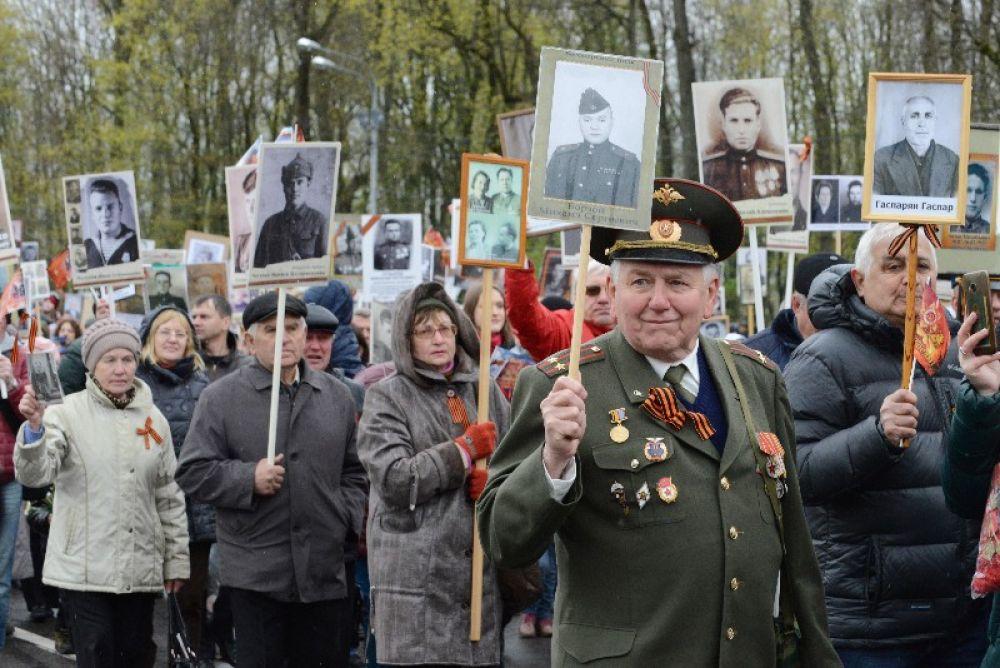 Вместе с «Бессмертноым полком» по улицам Смоленска прошли более 25 тысяч человек.