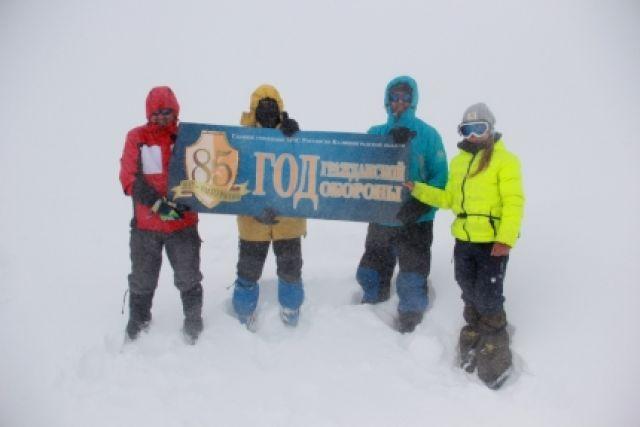 Калининградские спортсмены совершили скоростной подъем на вершину Эльбруса.
