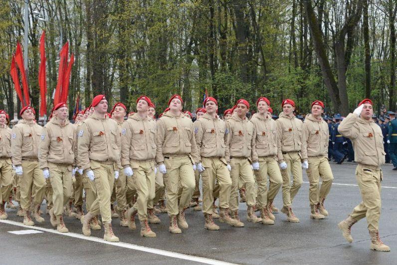 Впервые в параде участвовали представители военно-патриотического движения «Юнармия».