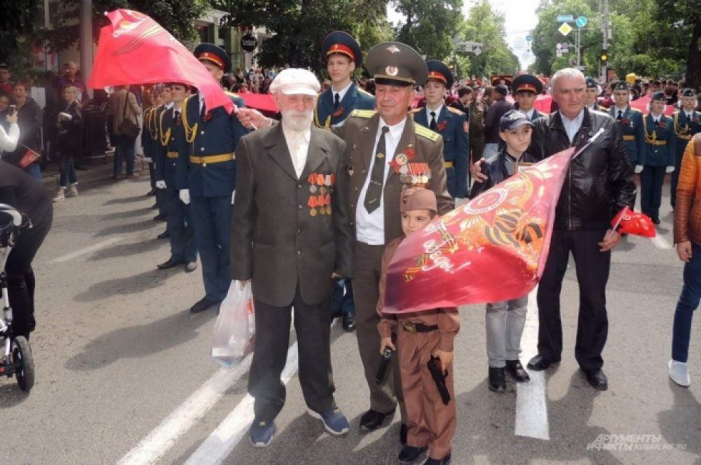 Некоторые ветераны войны присоединились к шествию «Бессмертного полка».