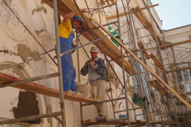 Мигранты зачастую пойдут на те условия труда, под которыми местные кадры не подпишутся.