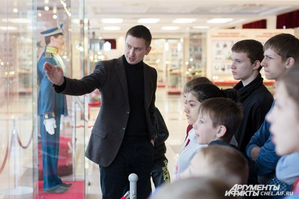 Детей познакомили с основной военно-исторической экспозицией музея.