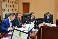 Георгий Тюрин был в числе четырнадцати депутатов, уличенных прокуратурой в подаче недостоверных сведений о доходах за 2015 год.