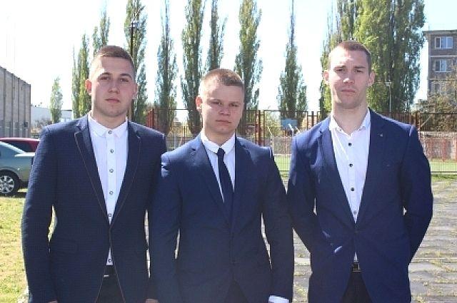 Трое школьников изПриморско-Ахтарска спасли тонущего ребенка, упавшего смоста