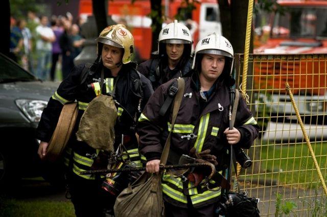ВКиеве уДарницкого рынка появился мощный пожар, движение перекрыто