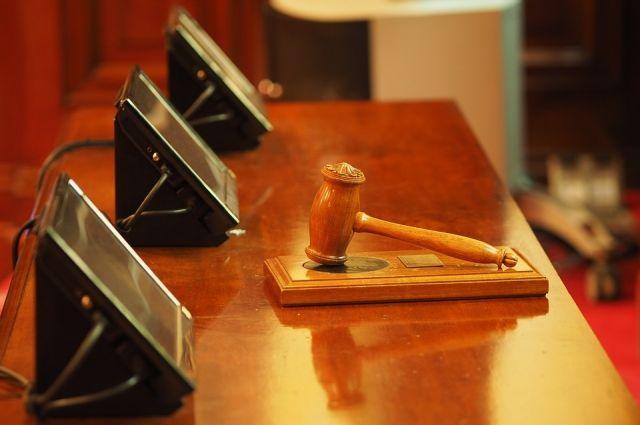 Омичка расплакалась в суде.