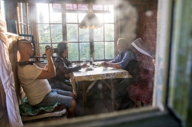 Основные сцены «Ночевки» снимались в очень тесном помещении. Оператор и режиссер буквально находились за плечом актеров.