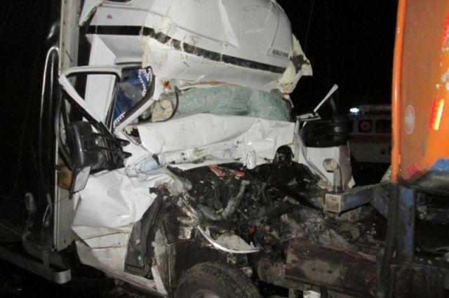 ВЯрославской области столкнулись два фургона: есть пострадавшие