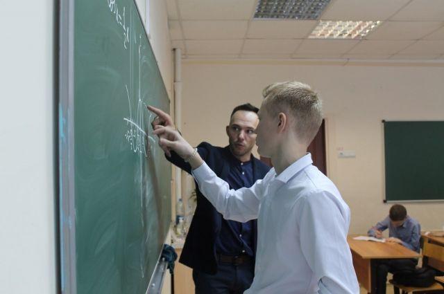 Уроженец Оренбуржья каждый день доказывает ученикам, что математика нужна не только для сдачи ЕГЭ, но и для решения многих обыденных задач.