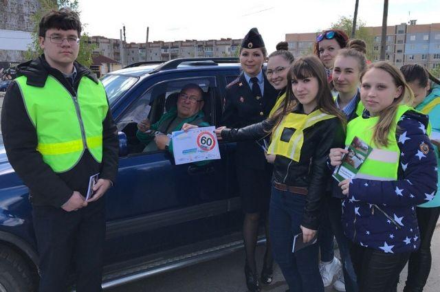 ВТуле школьники провели акцию, посвященную безопасности на трассах