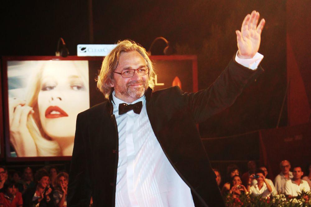 Приглашение войти в жюри «Оскара» в 2016 году получил российский режиссёр-документалист, лауреат премий «Ника» и «Триумф» Виктор Косаковский. Он известен такими фильмами как «Да здравствуют антиподы!» и «Беловы».