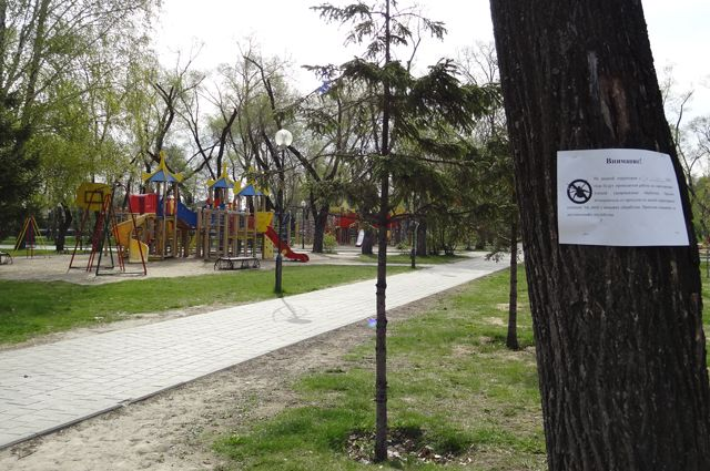 Парки и территорию детских лагерей обрабатывают препаратами от клещей