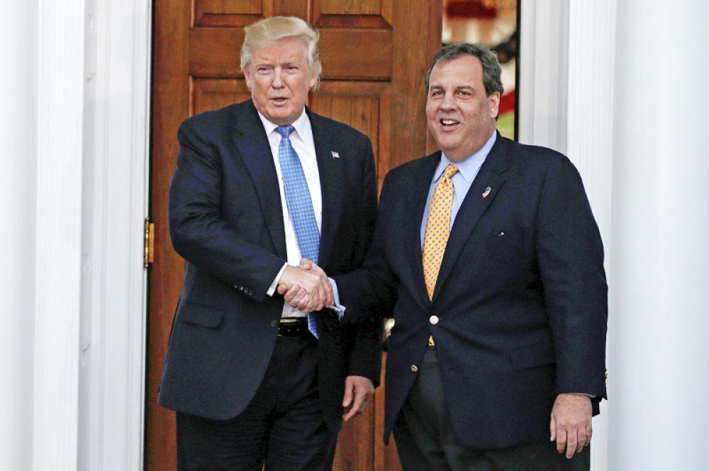 Главой ведомства может стать также губернатор штата Нью-Джерси Крис Кристи. Он участвовал в президентских выборах в США в прошлом году, но вышел из гонки на этапе первичных выборов и стал одним из ближайших помощников Трампа. До ноября 2016 года он возглавлял его переходную команду.