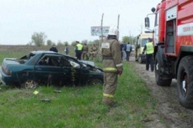 ВКузнецке укладбища вДТП перевернулся автомобиль: есть жертвы