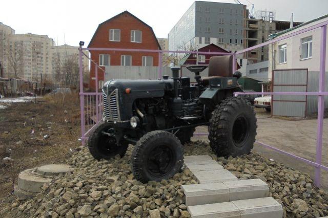 В Тюменской области мужчина угнал у односельчанина трактор