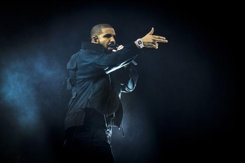 На пятой строчке канадский хип-хоп исполнитель Обри Дрейк Грэм , более известный как Drake. Музыкант является одним из создателей лейбла OVO Sound. Вдобавок он имеет свою линию одежды, канал на Beats 1, а также является всемирным представителем команды NBA «Toronto Raptors». В 2017 году его состояние составляет $90 млн.