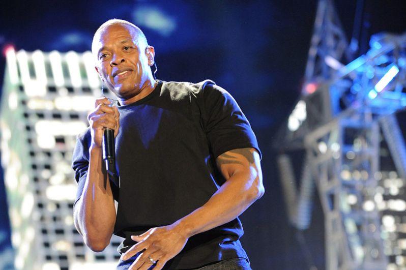 На третьем месте — Андре Янг, известный слушателям как Dr. Dre. Помимо сольного творчества, Dr. Dre продюсировал альбомы других рэперов, среди которых Snoop Dogg, Eminem, 50 Cent, Xzibit, 2Pac и Busta Rhymes, многие альбомы которых стали мультиплатиновыми. Его состояние оценивается в $740 млн.