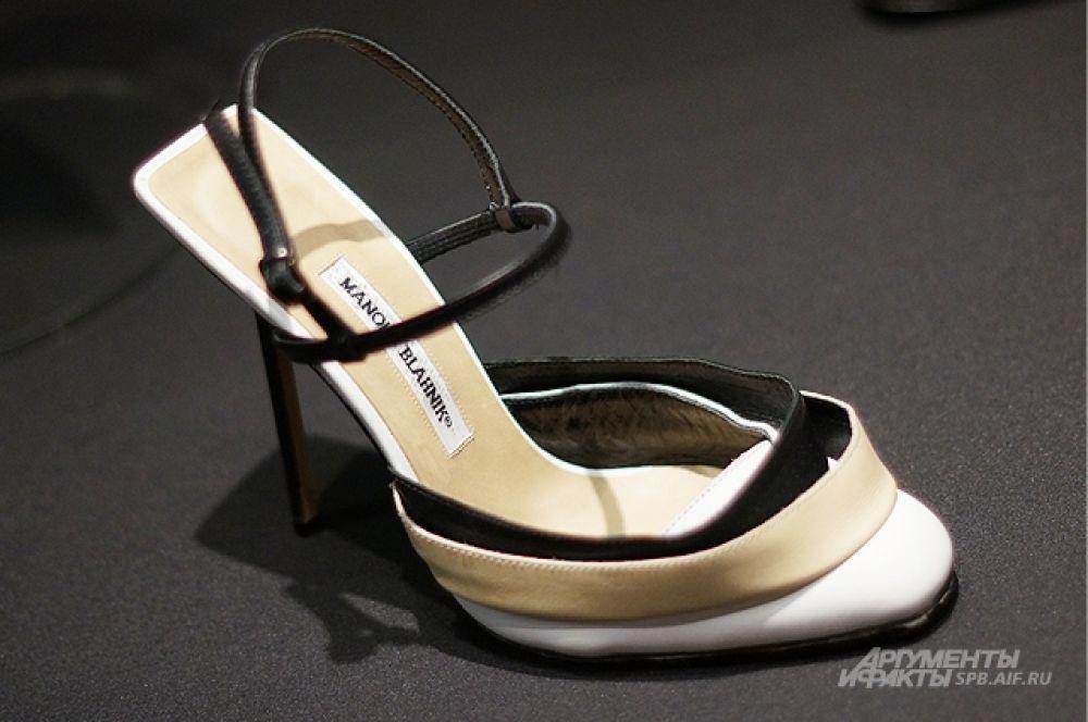 Мастер предпочитает создавать обувь на высоком каблуке.