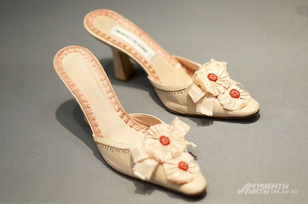 Выставка носит название «Маноло Бланик. Обувь как искусство».