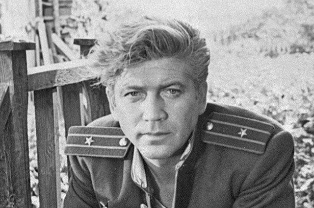 Заслуженный артист РСФСР Валентин Зубков в сцене из фильма «Поезд милосердия», 1964 г.