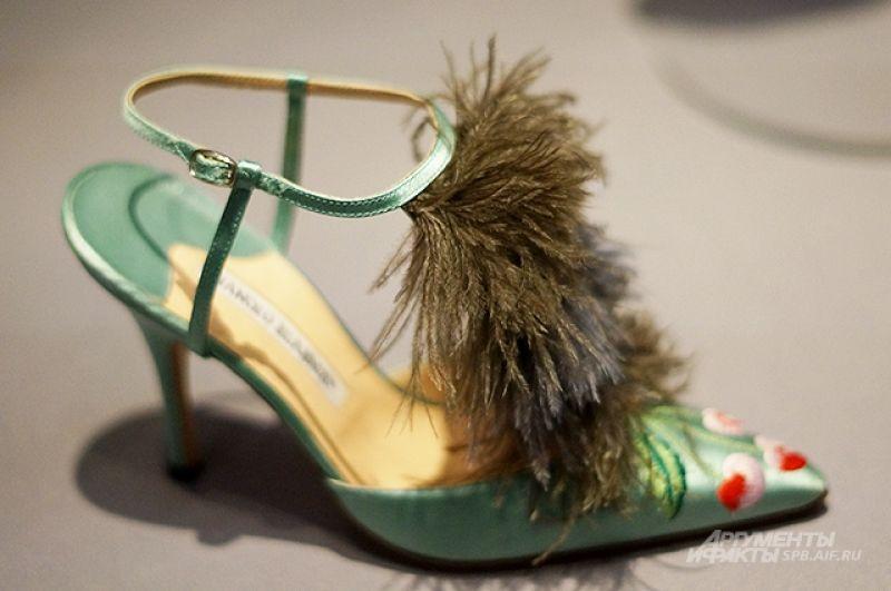 Для обуви дизайнер использует самые разнообразные материалы.