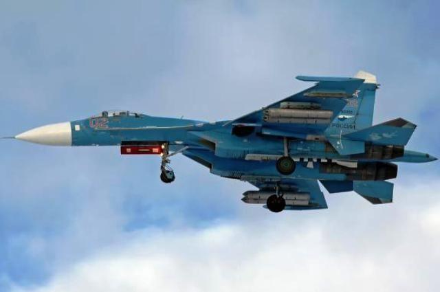 Русский истребитель Су-27 пролетел в 6-ти метрах отсамолета США
