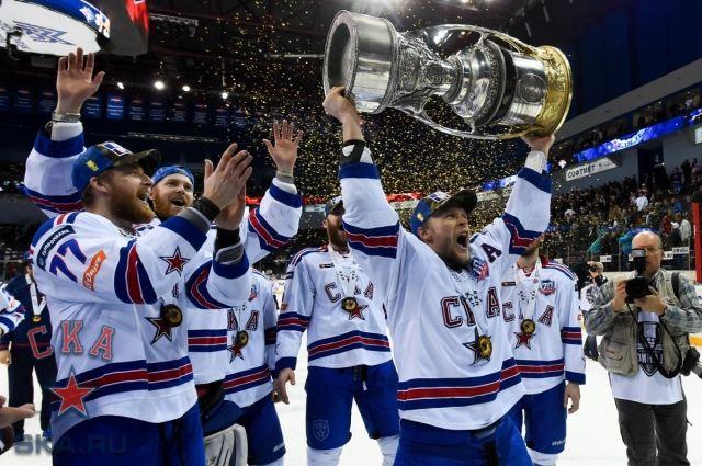 Евгений Кетов в этом году вместе с питерским СКА второй раз завоевал Кубок Гагарина.