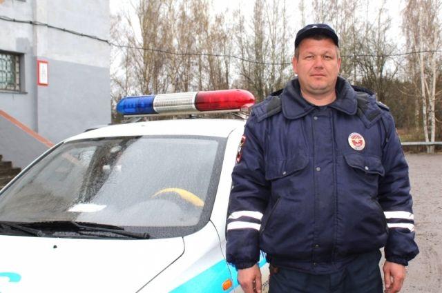 Александр Вшивков первым бросился тушить пожар, чтобы спасти женщину.