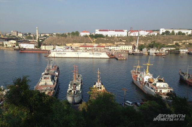 Моряки Черноморского флота принимают поздравления с профессиональным праздником.