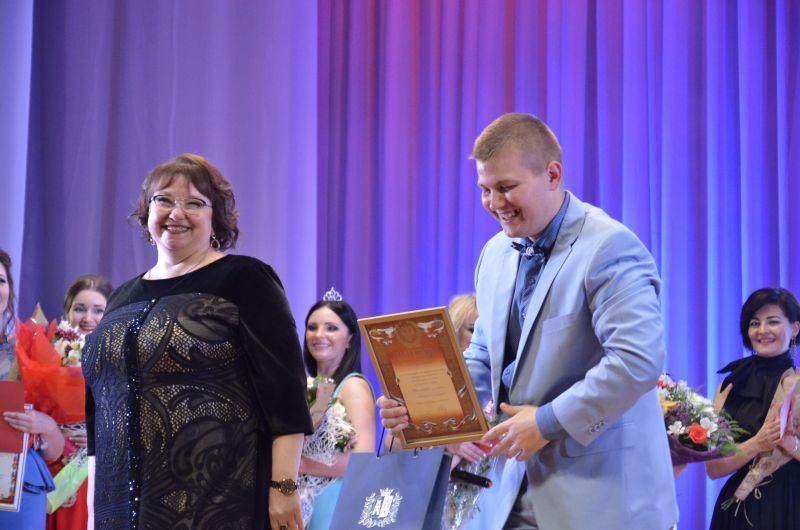 Отдельный приз женских симпатий получил единственный мужчина-участник конкурса – медбрат из Советского района.