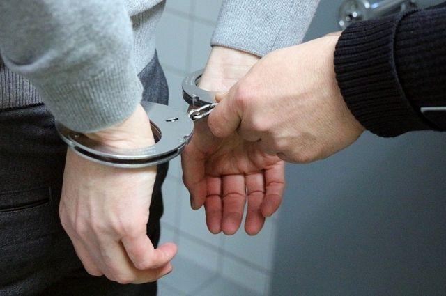 Омичка вместе сродственником задержала напавшего нанее преступника