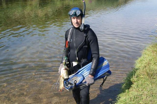 Опытный водолаз Виктор Аксёнов не раз проверял себя.