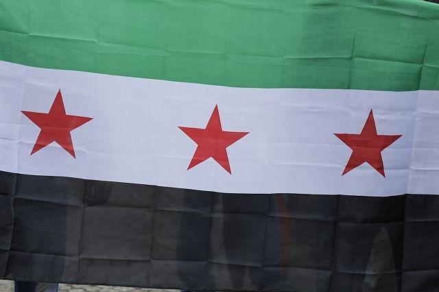 Курды вывесили русские флаги насирийско-турецкой границе