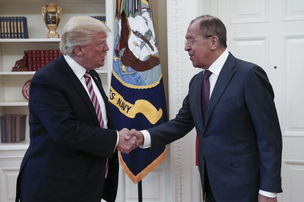 10 мая. Министр иностранных дел РФ Сергей Лавров встретился с президентом США Дональдом Трампом во время поездки в Вашингтон.