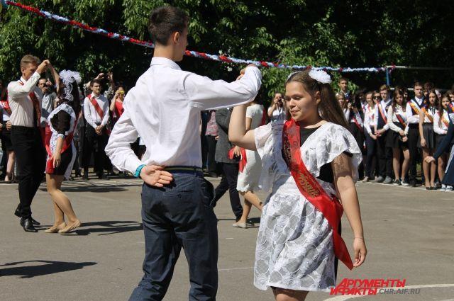 Дни праздников для девятиклассников определят муниципалитеты.