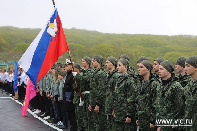Во Владивостоке состоялась военно-спортивная игра «Зарница», в которой приняли участие около 400 человек.