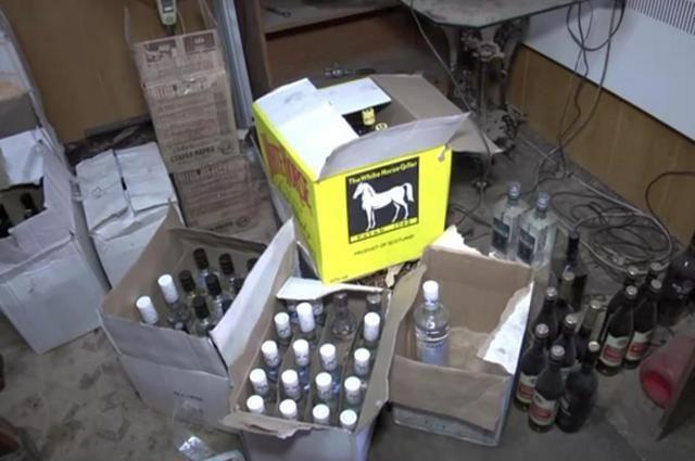 В Волгоградской области местный житель продавал поддельный алкоголь.