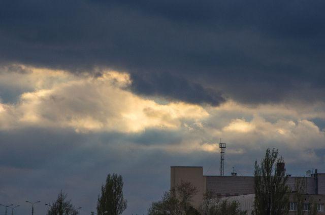 В Ростове-на-Дону объявлено штормовое предупреждение.