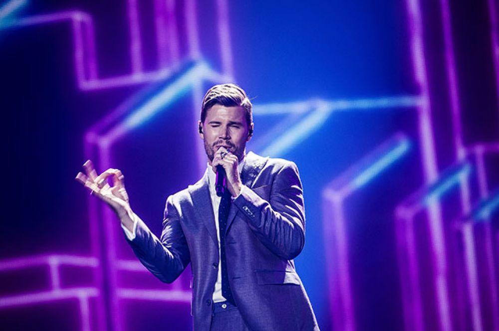 Пятое место — швед Робин Бенгтссон с композицией «I Can't Go On» («Я не могу пойти»).